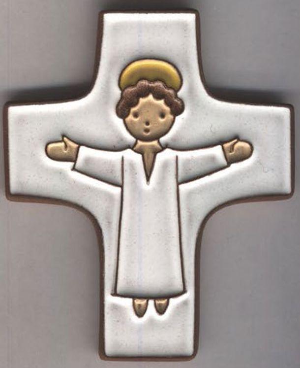 Croix céramique avec Jésus bras ouverts fond blanc