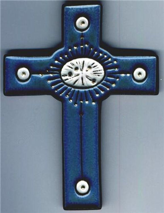 Croix céramique rayons or, fond bleu 10 x 13 cm
